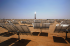 A view over the mirrors towards the solar tower in BrightSource's Solar Energy Development Center – a CSP demonstration plant with 6 MW in Israel's Negev Desert. (Photo: BrightSource)