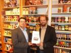 César Barahona and Christian Holter with the signed contract in front of the FairTrade products at the Weltladen store in Graz, where the press conference took place. (Photo: SOLID)