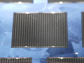 Multicrystalline world record solar cell made of n-type HPM silicon material (Photo: Fraunhofer ISE)