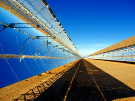 A parabolic trough CSP plant. So far, the temperature which can be produced by these plants is quite limited. (Photo: Jan Gesthuizen)