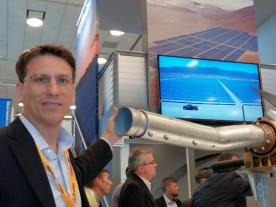 The round shape and self-balance system of NX Horizon`s single-axis allows a maximal length of over 85 meters as CMO Mike Mehawich explained at Intersolar North America. (Photo: Hans-Christoph Neidlein)