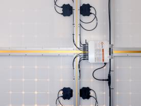 The new 3-phase microinverter YC1000 by APS. (Photo: APS)