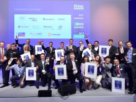 This year's happy winners of the Intersolar and ees AWARD. The anniversary year saw exhibitors submit 133 projects from 21 countries. (Photo: Solar Promotion)