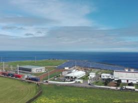 Wind and solar power will replace fossil fuel generation on Graciosa. (Photo: Younicos)