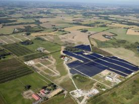 The world's largest solar heating project so far with 12,436 collectors is planned to start operation at the end of 2016. (Photo: Arcon-Sunmark)