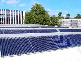 The collector field on the roof of the University of Karlsruhe produces solar process steam for heating and cooling purposes. (Photo: University of Karlsruhe – Technology and Economics)