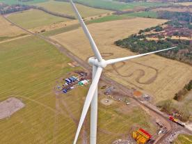 With its 69 meter blades the SWT-3.15-142 has a rotor diameter of 142 meters. (Photo: Siemens)