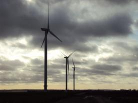 <b>Photo of a GE 2.5 MW turbine, the same model that will be used in the Shepherds Flat wind farm in Oregon. The wind farm will be the first in North America to deploy GE's 2.5xl wind turbine.</b><br><i>Photo: GE</i><br>