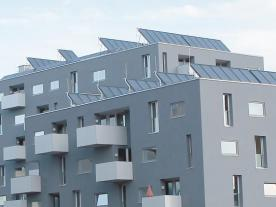In May 2013, a 2,000 m² collector area began supplying the urban development project Stadtwerk Lehen with renewable energy (Photo: TiSUN)