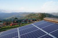 A PV system reduces the consumption of fossil fuel in this tea factory in Rwanda. (Photo: BayWa r.e.)