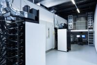 TÜV SÜD tests storage systems extensively at its testing laboratory for batteries in Garching near Munich.
