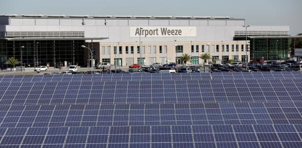 Using the PV modules the airport produces its own renewable energy. (Photo: Armin Fischer / Trina Solar